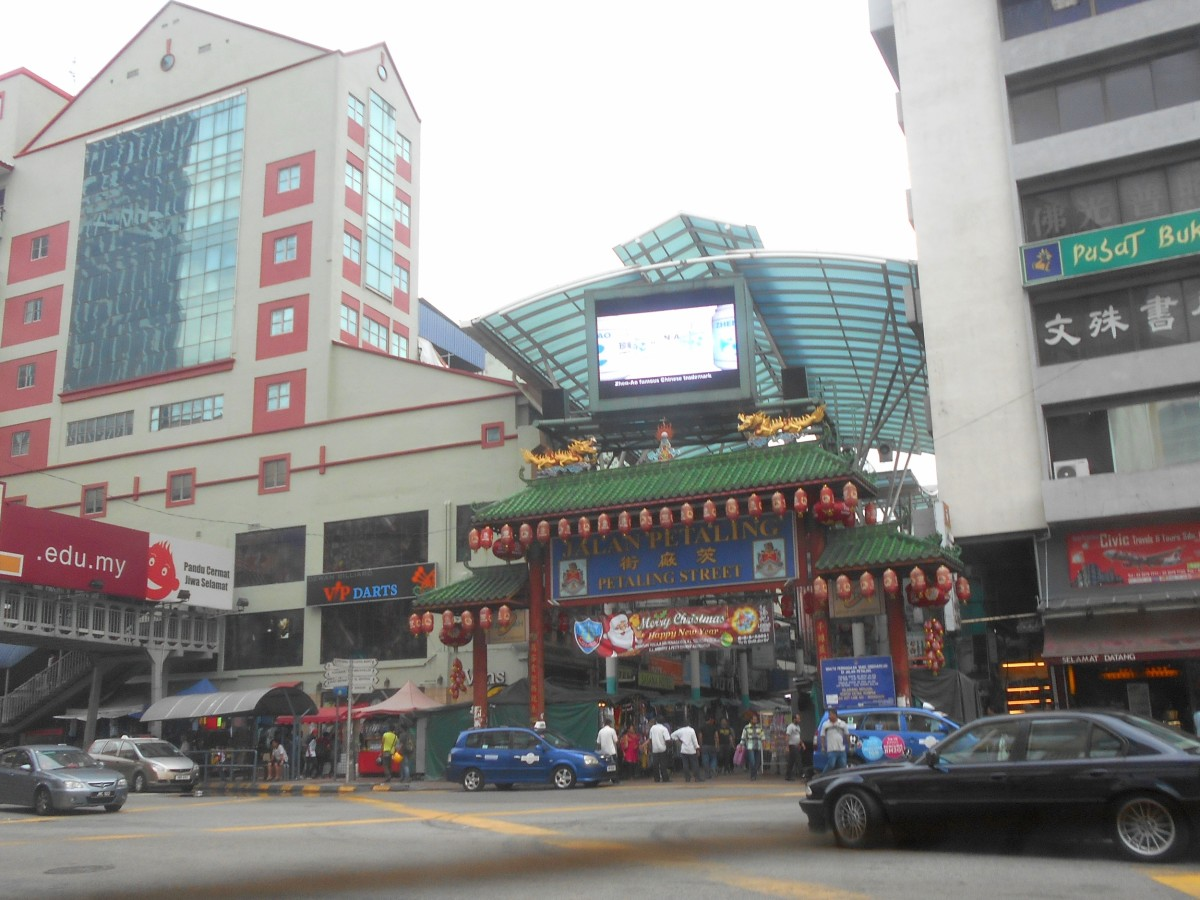 Petaling Street is like a flea market with many stalls selling accessories, gadgets, fake fashion brands and food items.