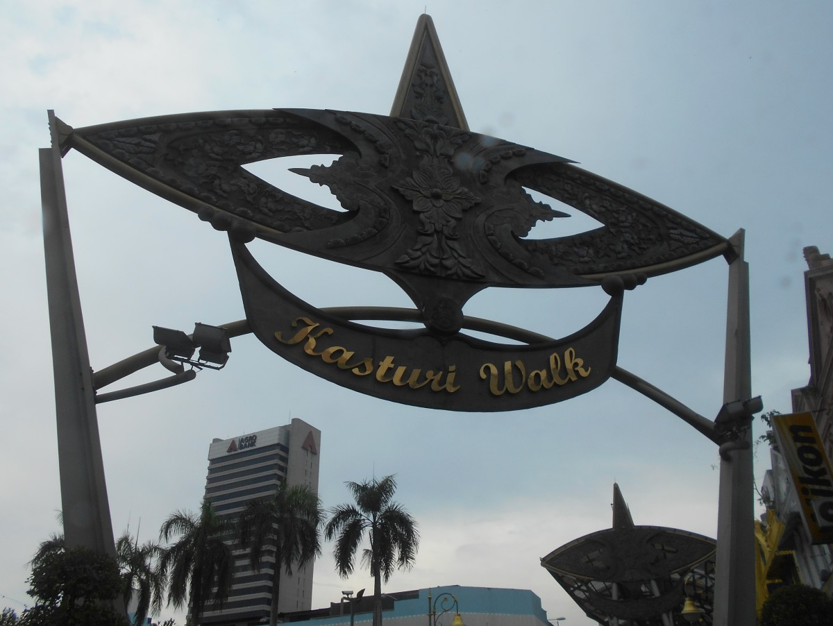 Kasturi Walk is next to Central Market is an open-air flea market.