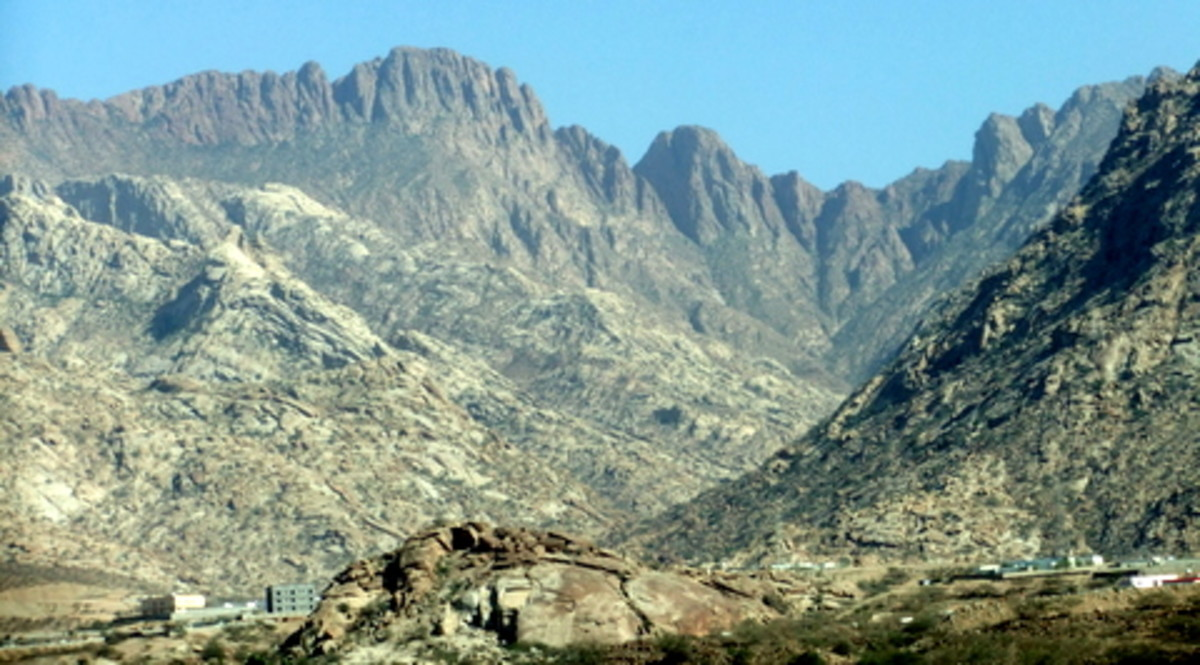 This is part of the Sarawat Mountain range. This photo however, was taken near Taif and not at Abha