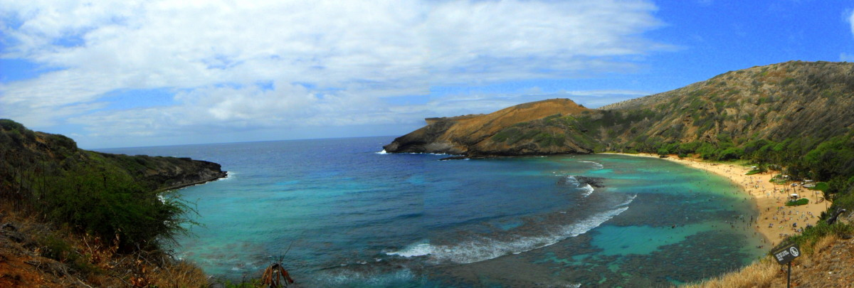 Panoramic view of Hanauma Bay from the entry area.