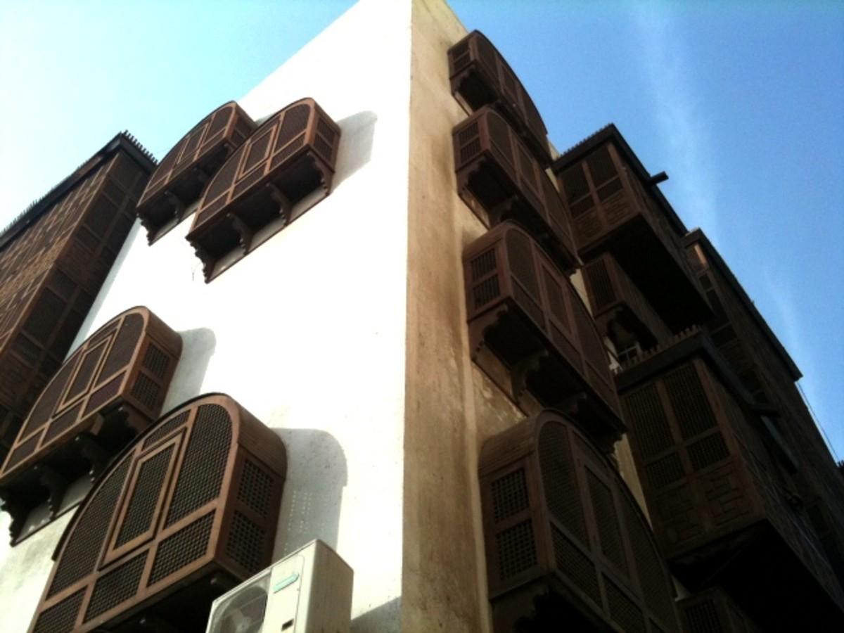 Building with wooden lattice window is common in Al-Balad
