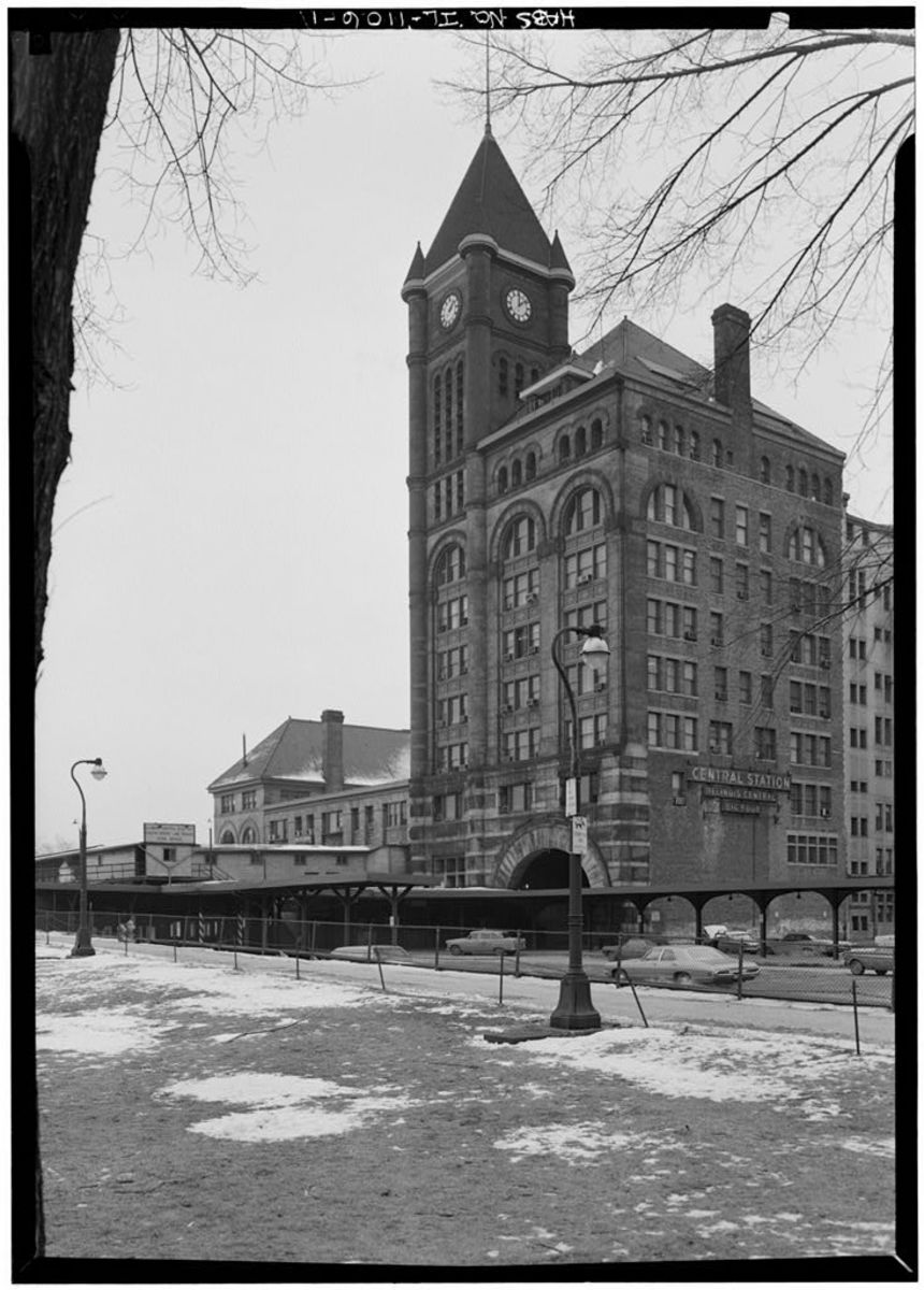 Illinois Central Station seen from Michigan Avenue in 1971.