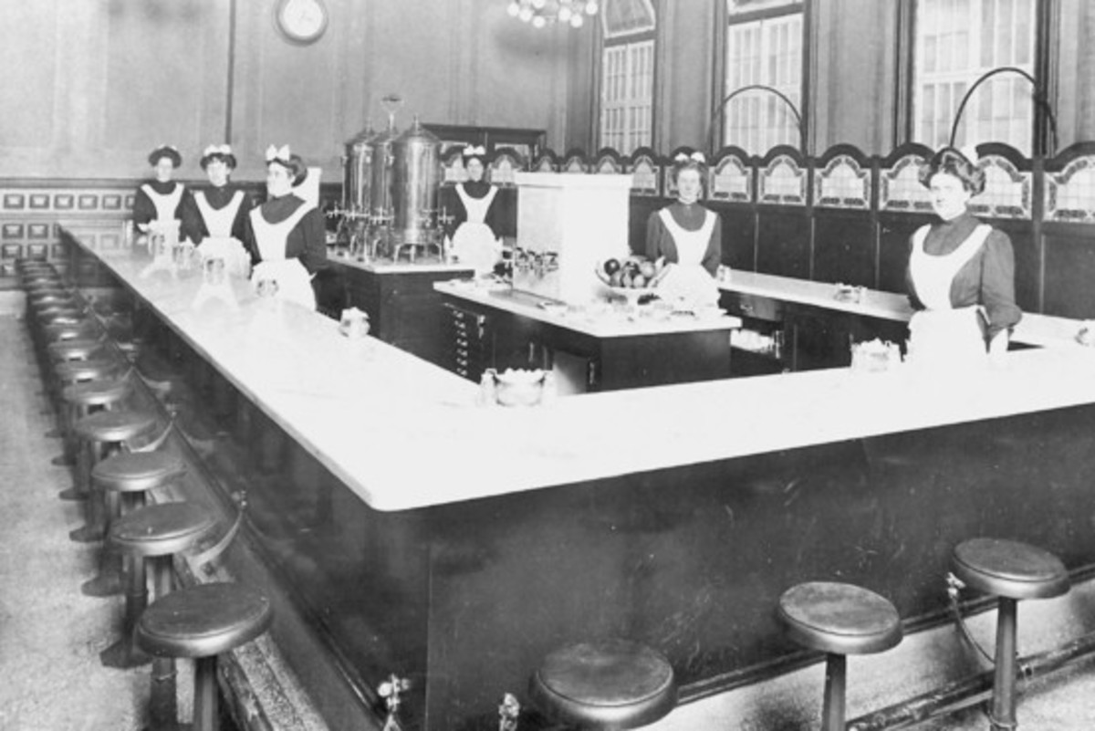 The Fred Harvey Restaurant in Dearborn Station, 1899.