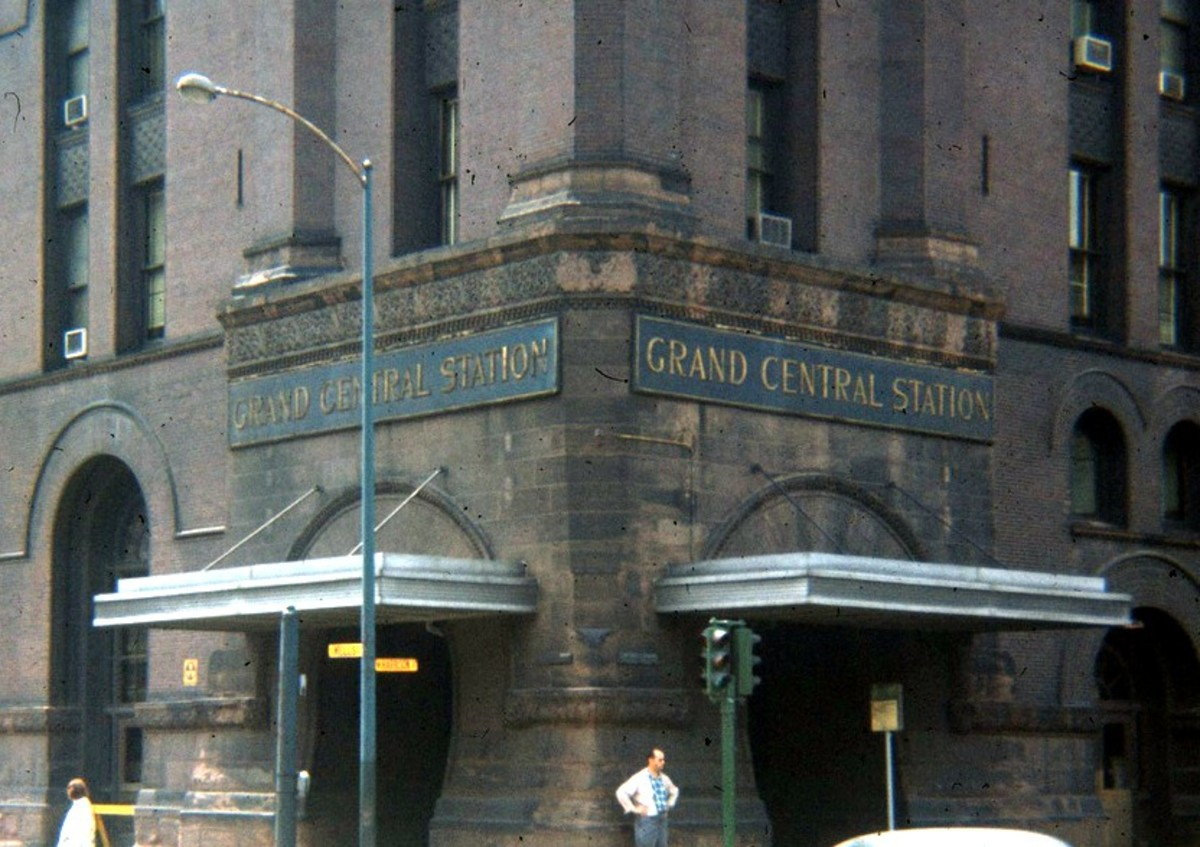 Main entrance of Grand Central Station beneath 247-foot clock tower at the corner of Harrison and Wells.