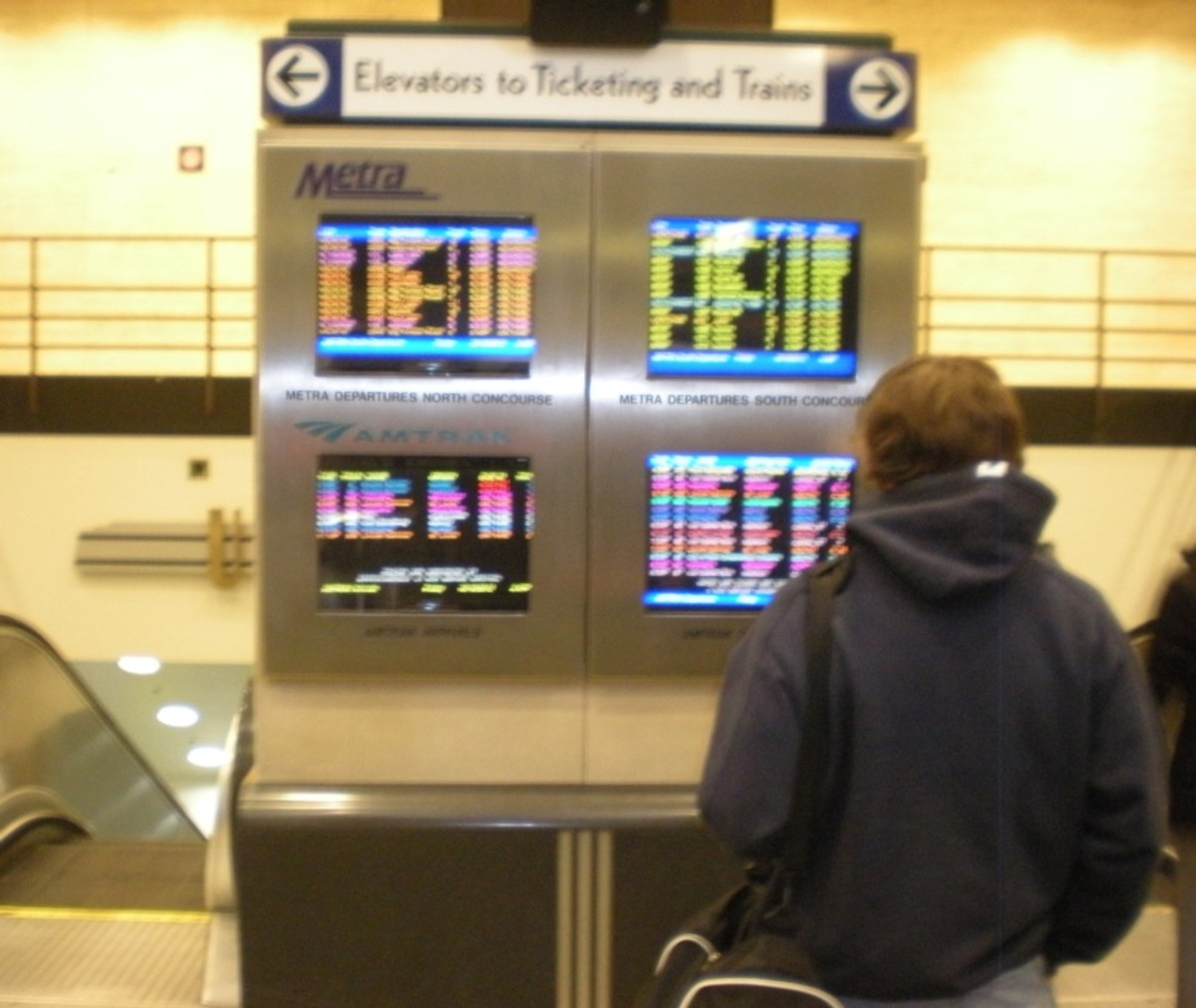 Amtrak and Metra Arrival/Departure information screens at Union Station's Canal Street entrance.
