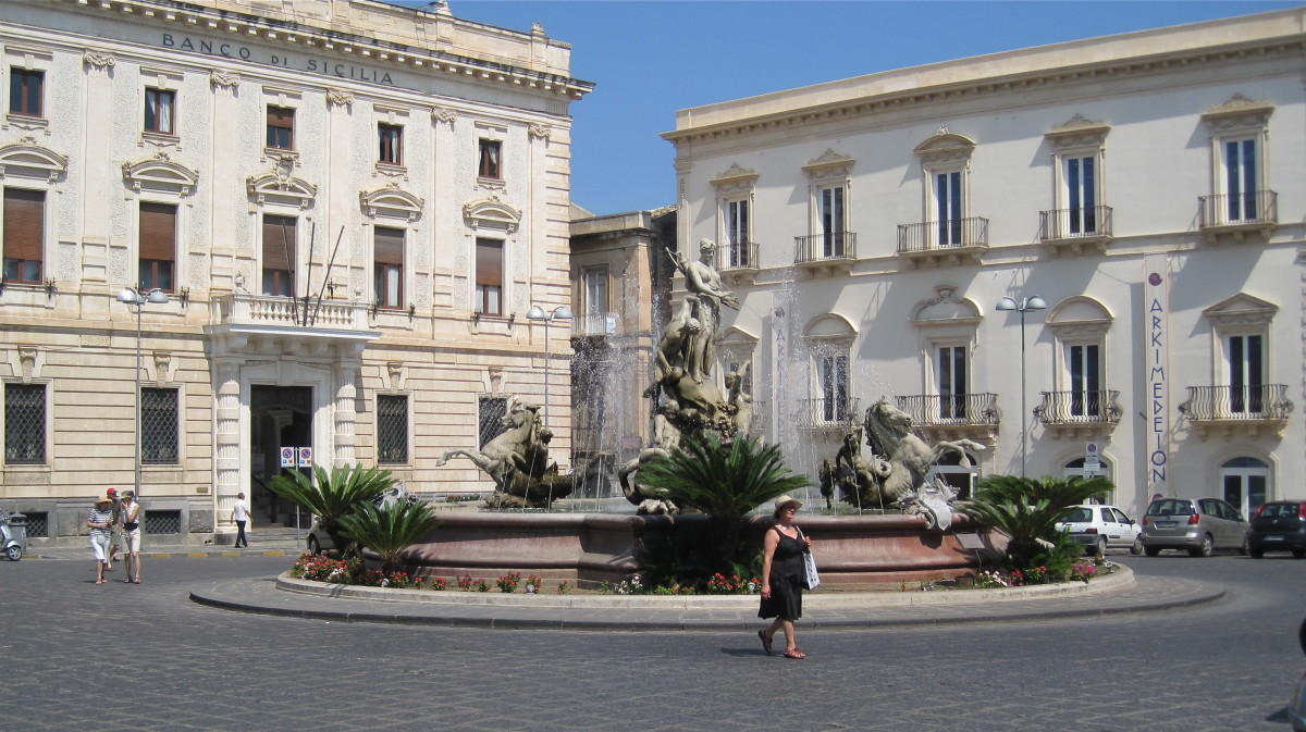 Fountain of Diana in the Piazza Archimedes.