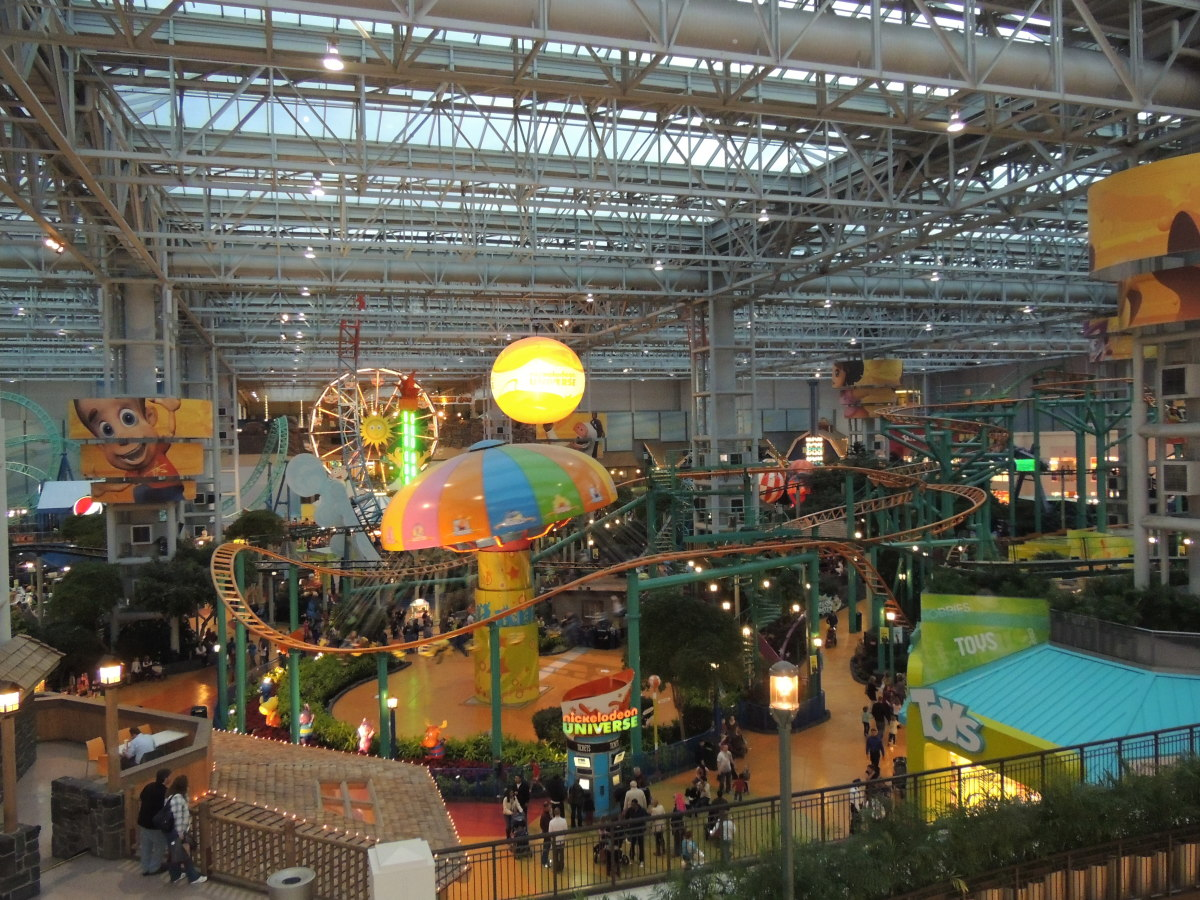 Nickelodeon Universe at Dusk