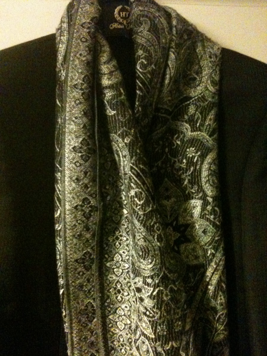 My 200 dirham scarf from Marrakech. I think this would be an ideal gift for a man, woman or me! Maybe 200 dirhams was too much but I love it and that's what counts