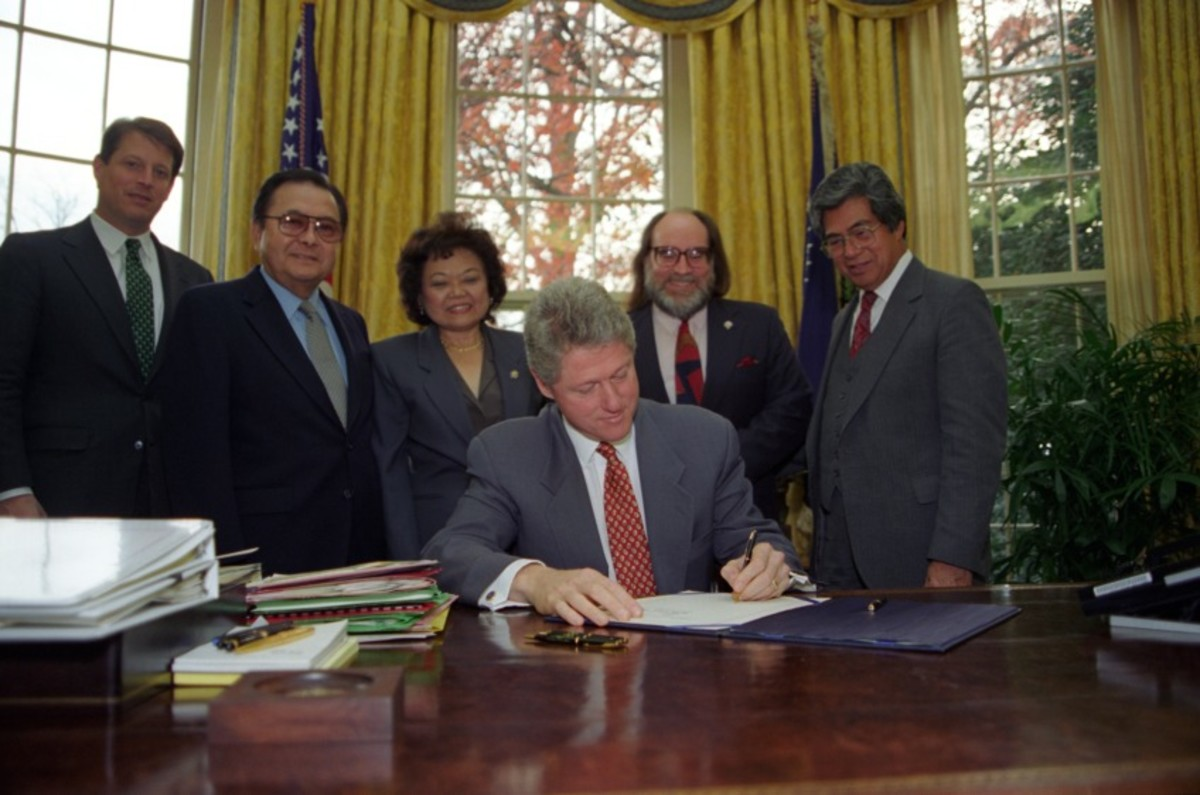 President Bill Clinton signed the official apology to Native Hawaiians.