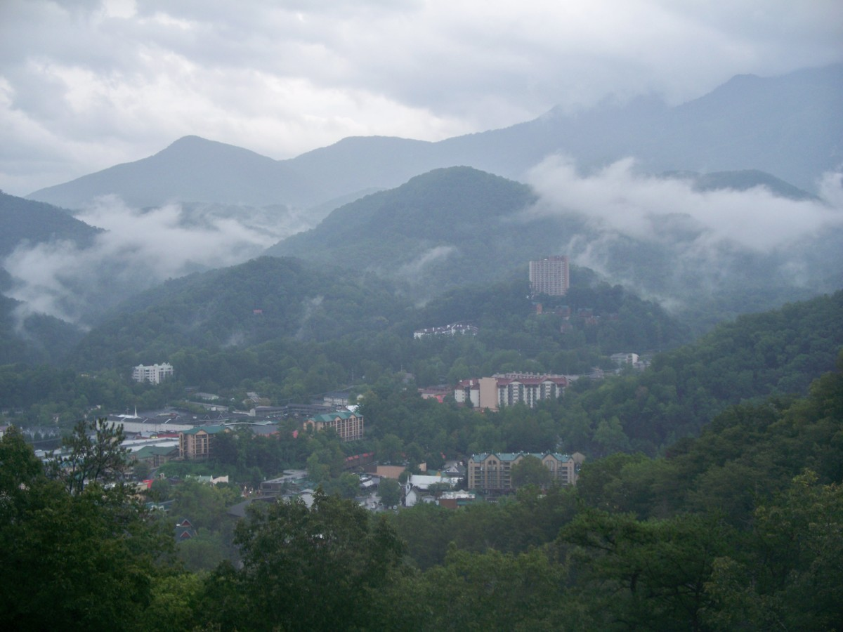 "The ""smoke"" rolls into Gatinburg, TN"