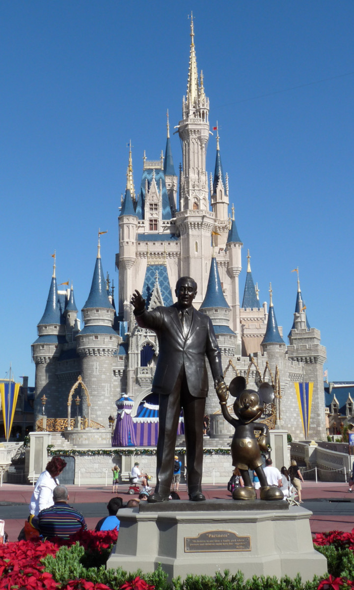 Going to Disney? Follow these tips to save money and keep track of your belongings.