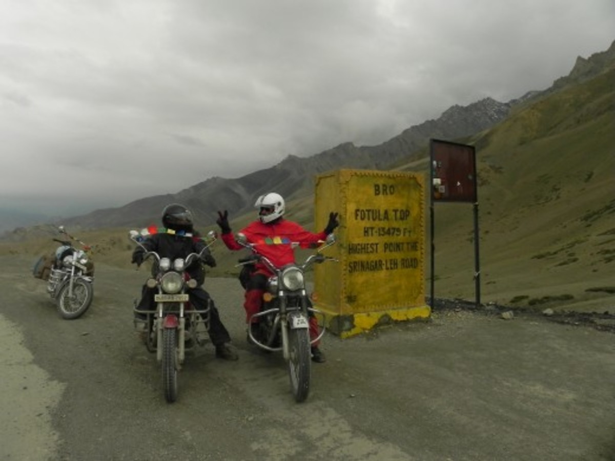 Fotu La (13,478 feet) is the highest mountain pass which one has to cross on Leh-Srinagar Highway.
