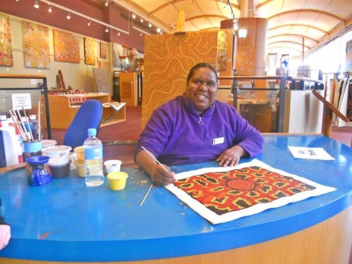 An Aborigine woman tells her father's dreamtime story through artwork
