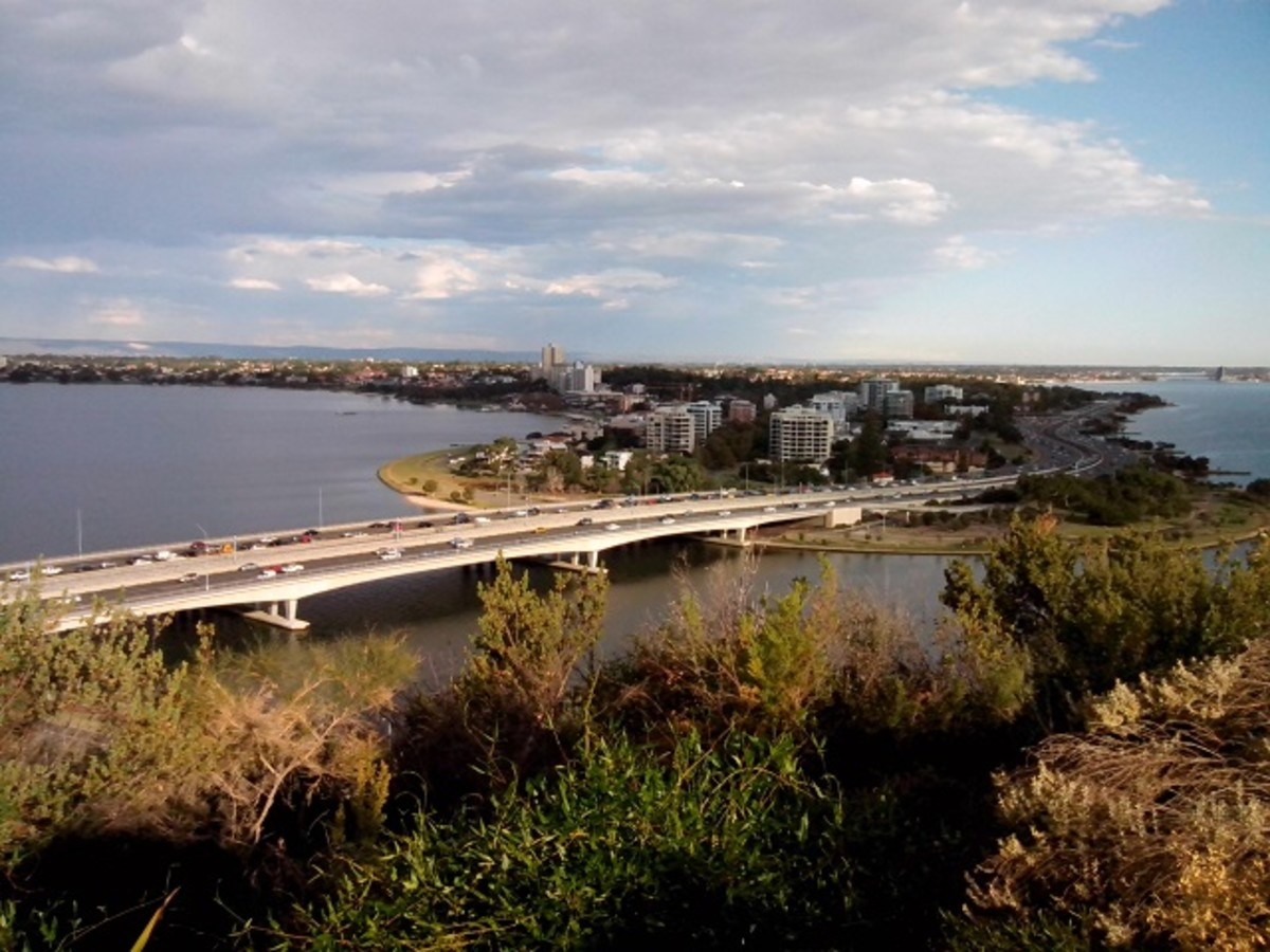 Swan River overlooking South Perth and Kwinana Freeway