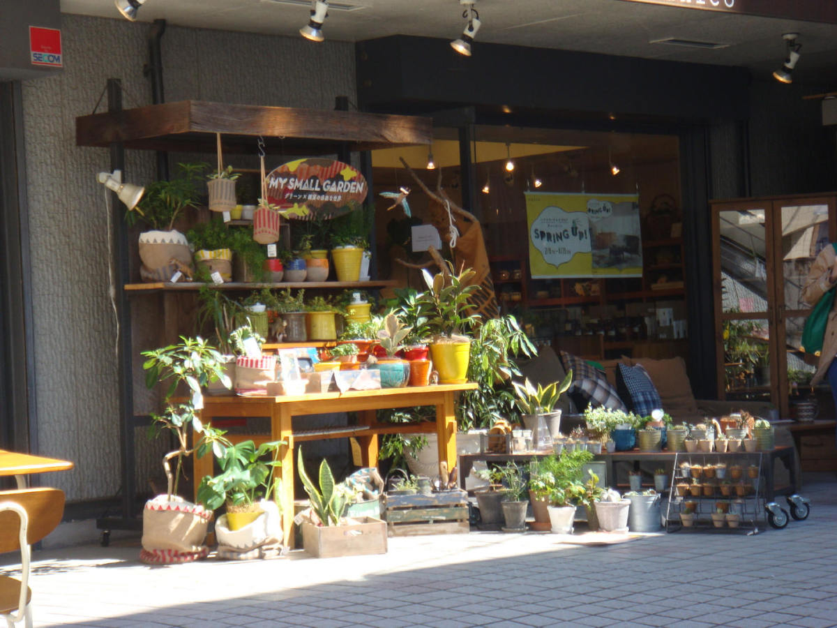 Backstreet flower and home stuff store in Daikanyama