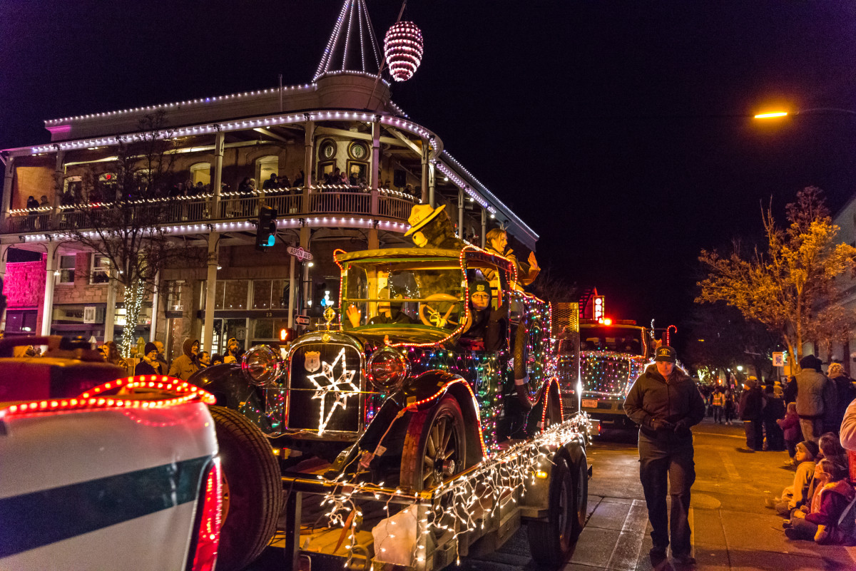 Holiday of Lights Parade in Downtown Flagstaff 2017
