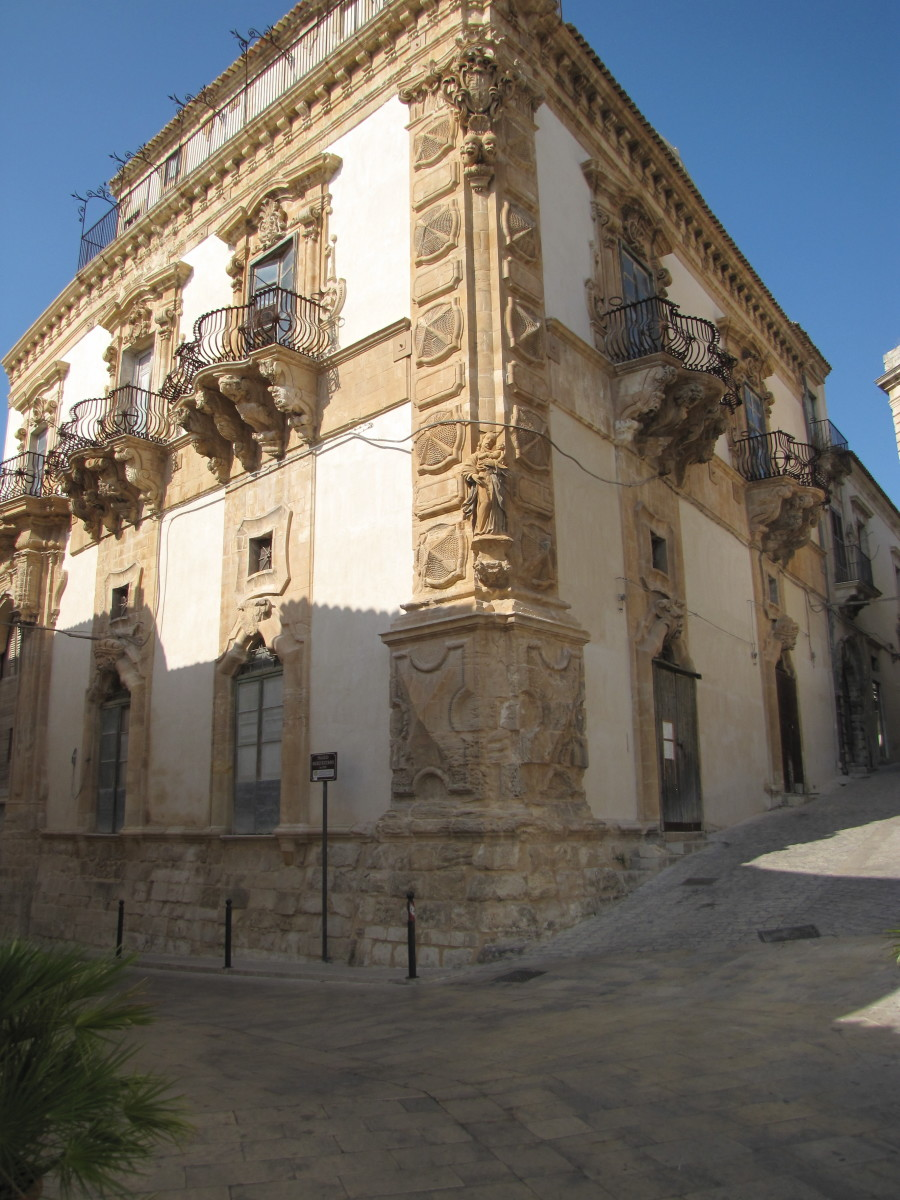 Palazzo Beneventano, notice the balconies.
