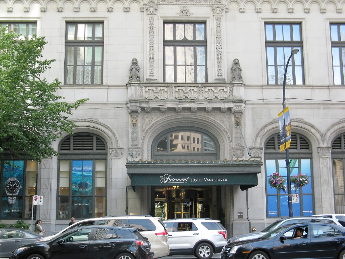 The entrance to the Fairmont Hotel Vancouver