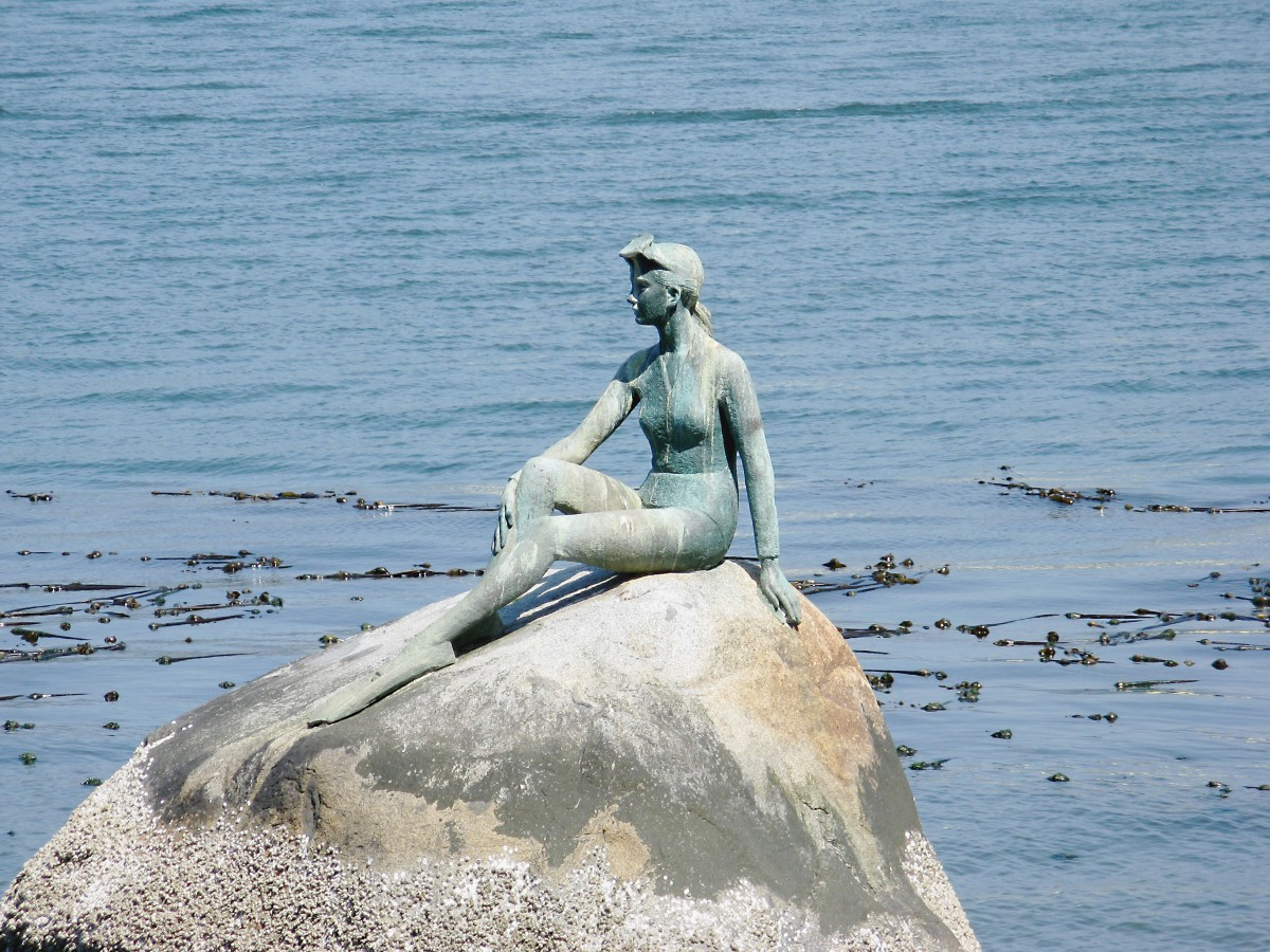 Girl in a Wetsuit sculpture by Elek Imredy