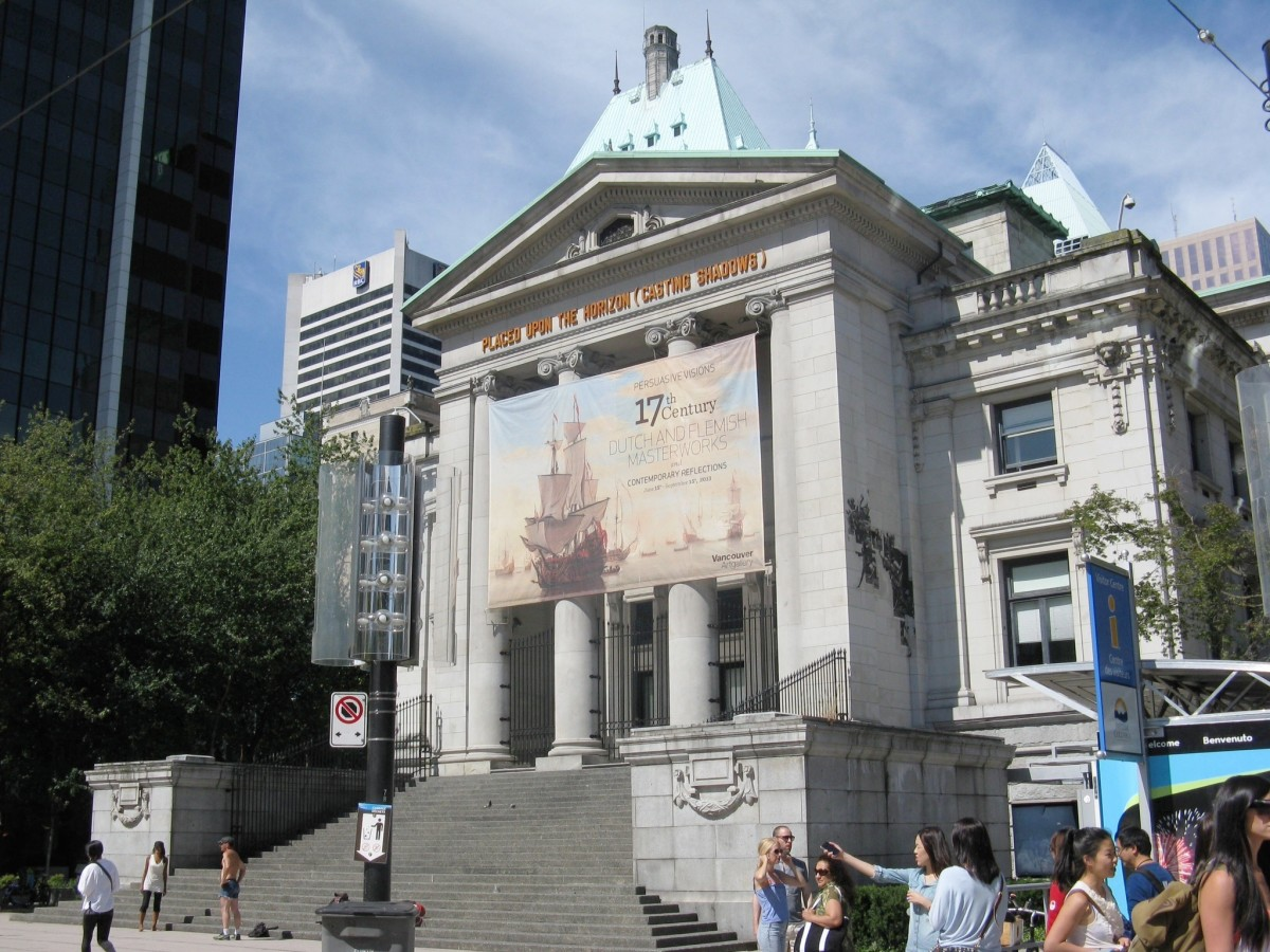 Robson Street and the art gallery; the Hotel Vancouver can be seen in the background