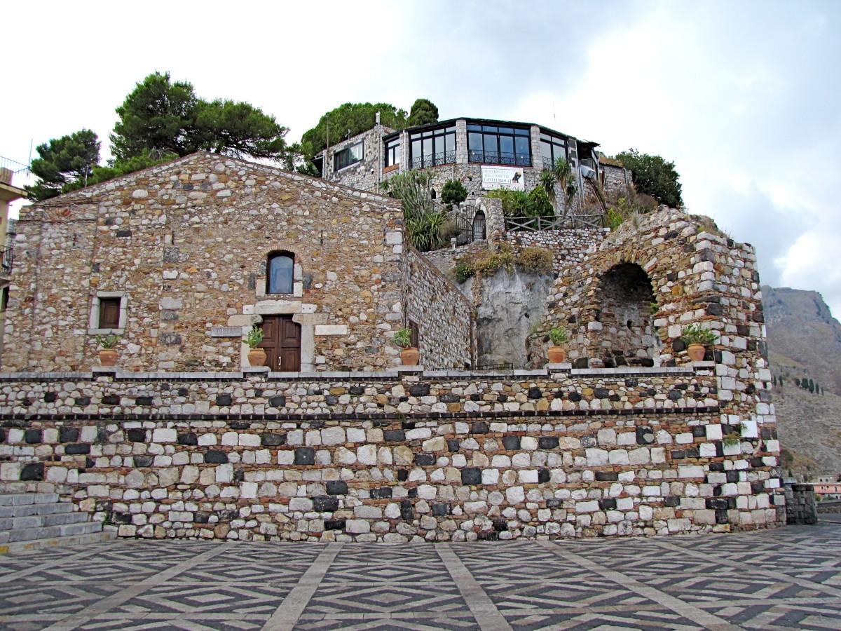 Church of Sant' Antonio and the Arch of Castelmola.