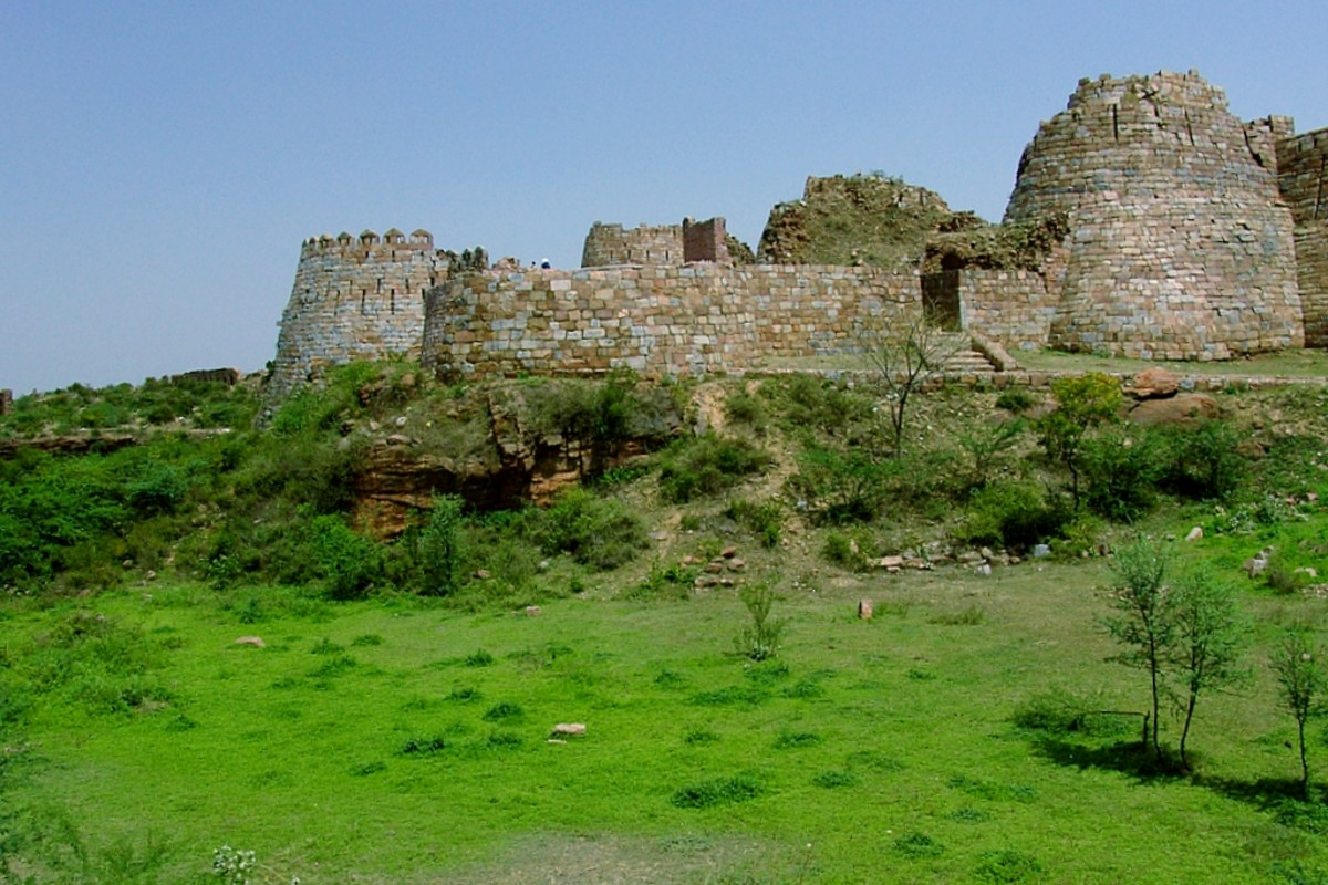 Established in the 1300s, Tughlaqabad Fort is now a series of ruins spread over six kilometers.