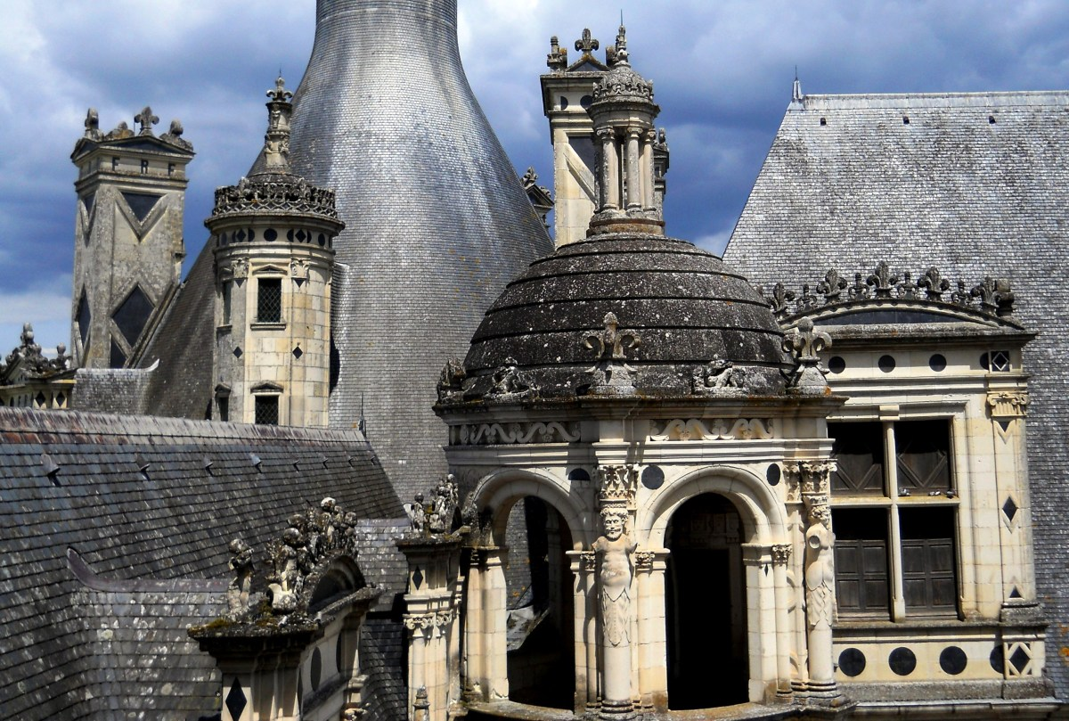 Francis intended for Chambord's roofline to resemble the skyline of Constantinople (now Istanbul) with its various gables, chimneys, spires, and mix of other structures.