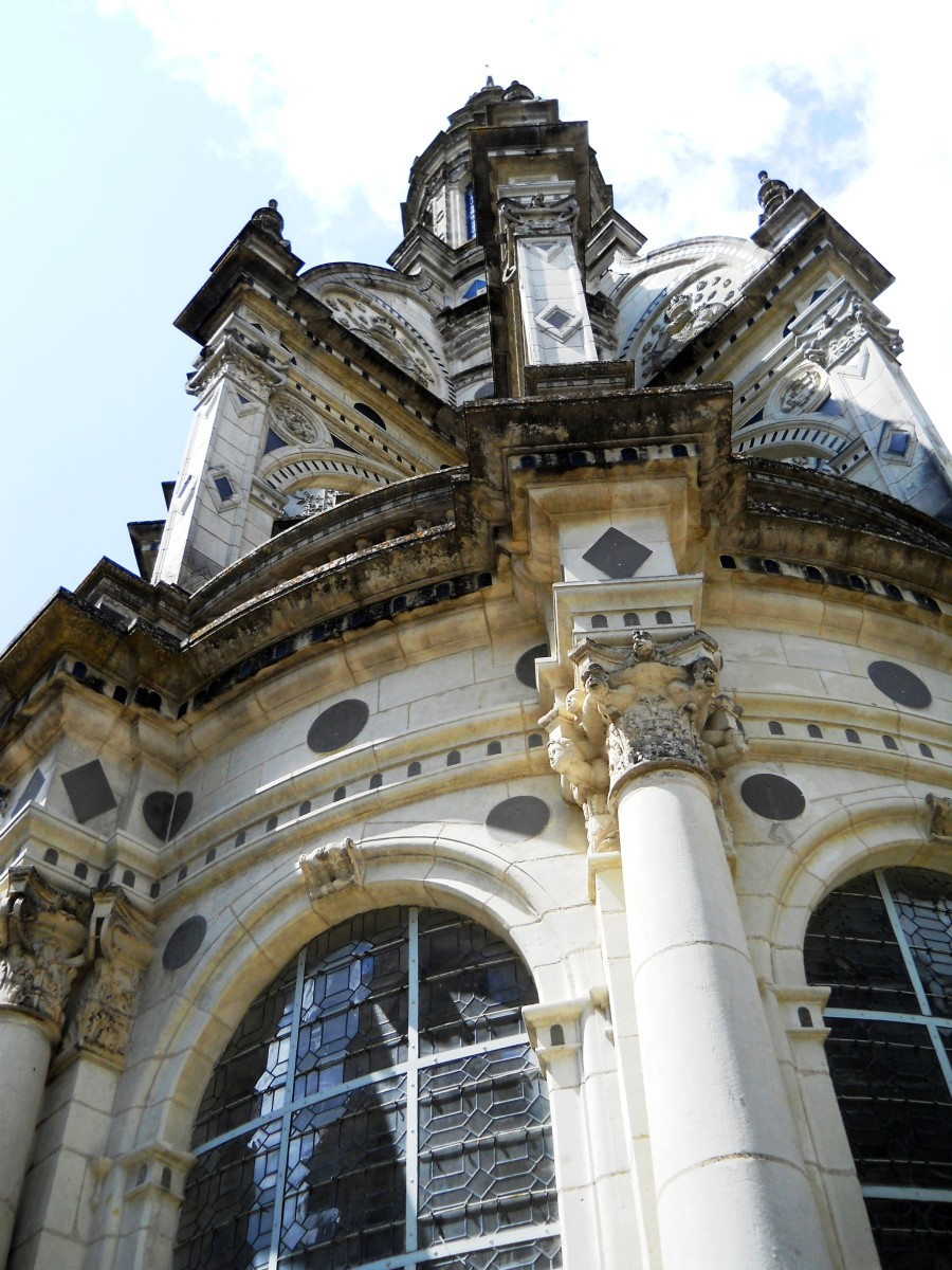 Chambord stands as a synthesis of medieval and Renaissance architecture.