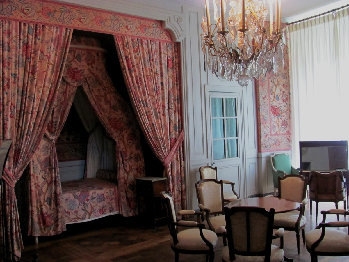 Lavish royal apartments were unfurnished in King Francis' day, as the windows to the castle were open.  Large hunting parties had to bring their own furniture with them.