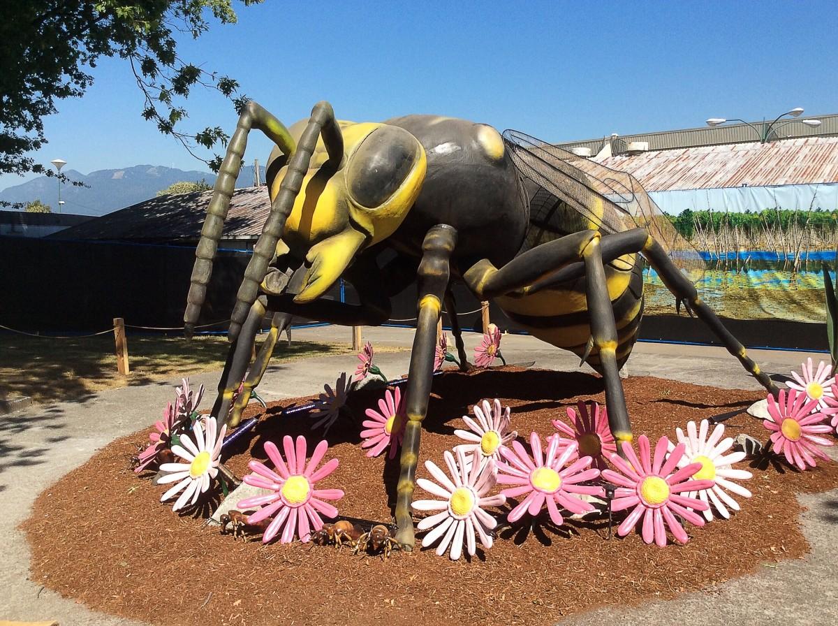 An animatronic hornet