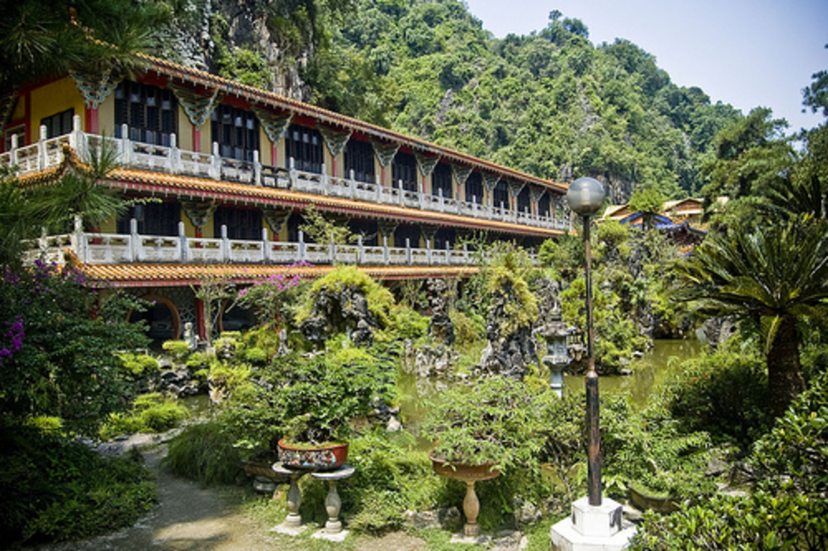 Gardens outside the Sam Poh Tong cave temple complex