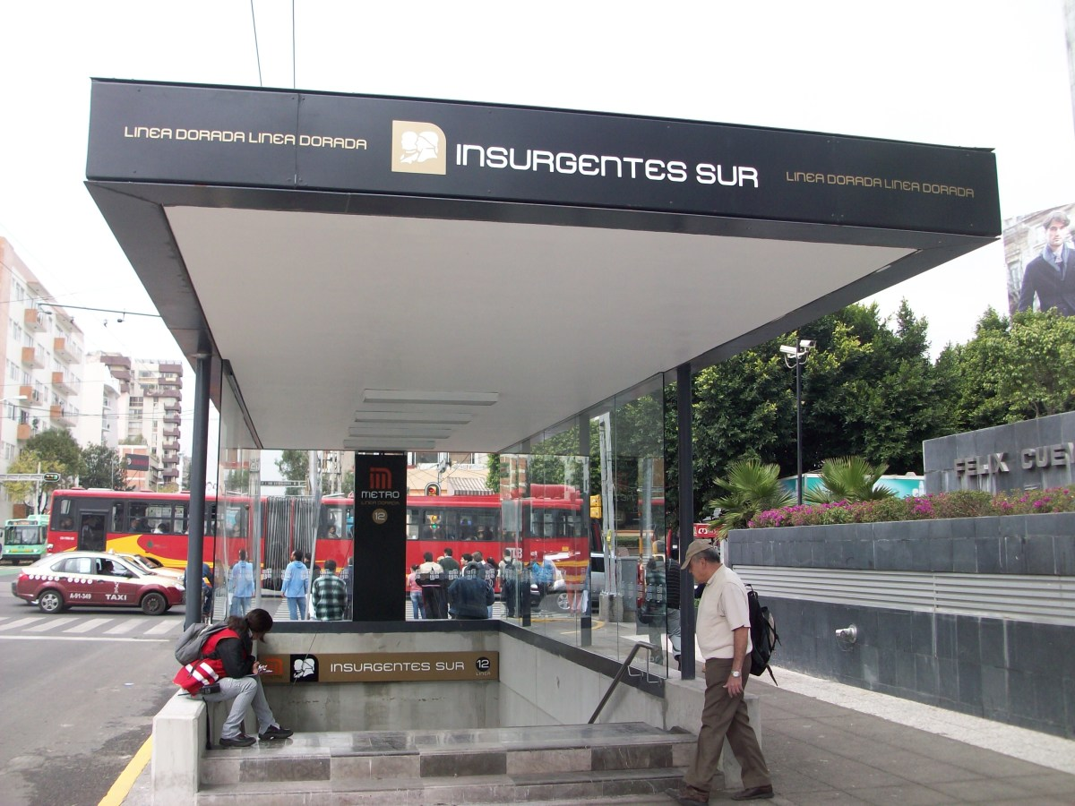 One of the entrances to Insurgentes metro station.