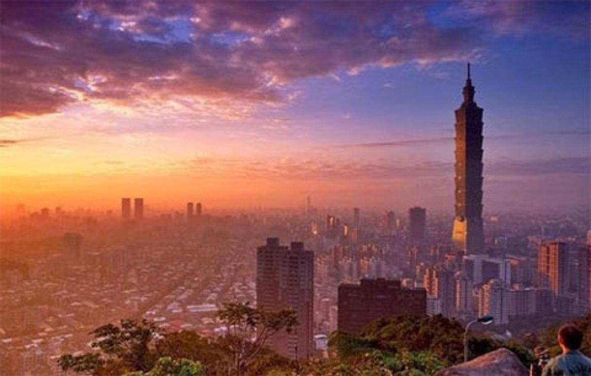 Taipei at dawn from atop Elephant Mountain.