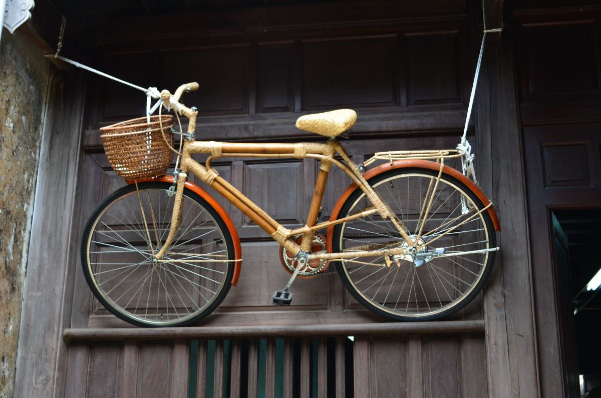 A bicycle at the Reaching Out Tea-House © A Harrison