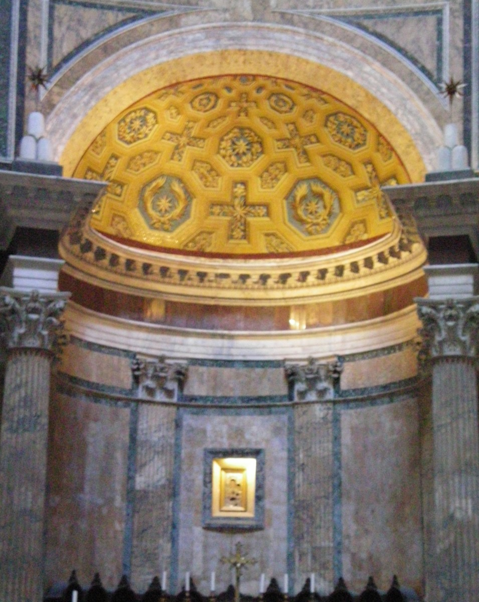 Inside The Pantheon, near the Cafe Eustachio © A Harrison