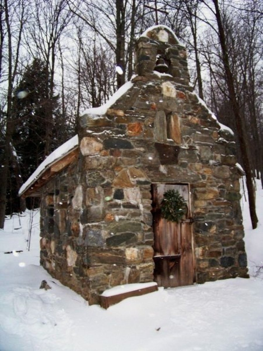 The chapel is a short hike through the woods. In the winter you can rent snow boots for a small fee at the lodge's gear shop.