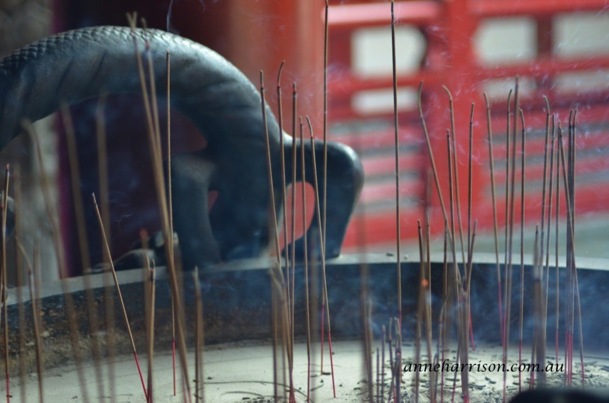 Joss sticks in a temple - sightseeing in Singapore (c) A. Harrison