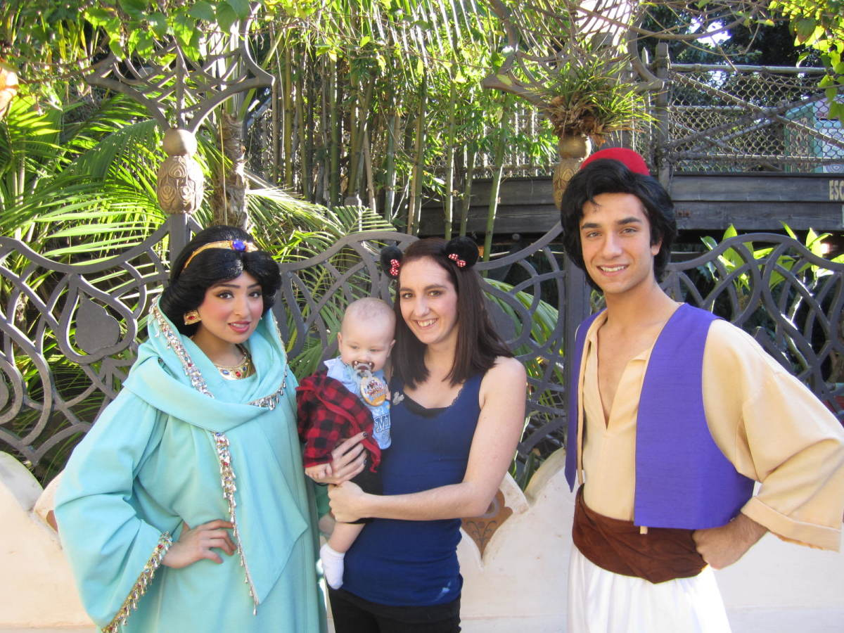 A picture with Princess Jasmine and Aladdin!