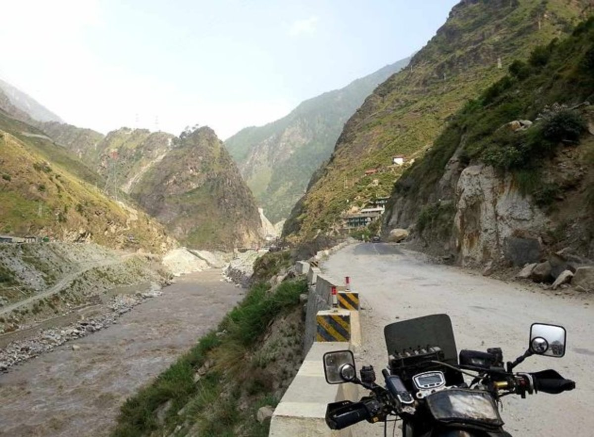 Panoramic view of Hindustan Tibet Road along the Sutlej River