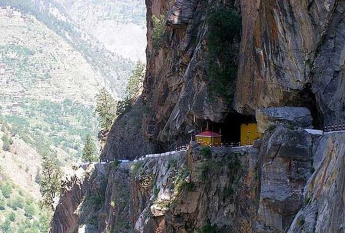 Following the old Hindustan – Tibet route one goes through the villages of Jeoti, Wangtu, Tapri and Karchham.