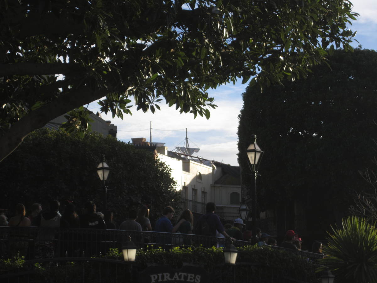 Here you can see the mast of the pirate ship between the trees.