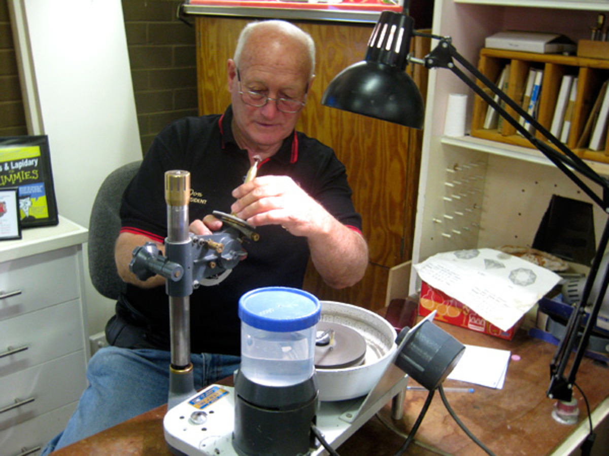 Club President Don Butler demonstrates faceting.