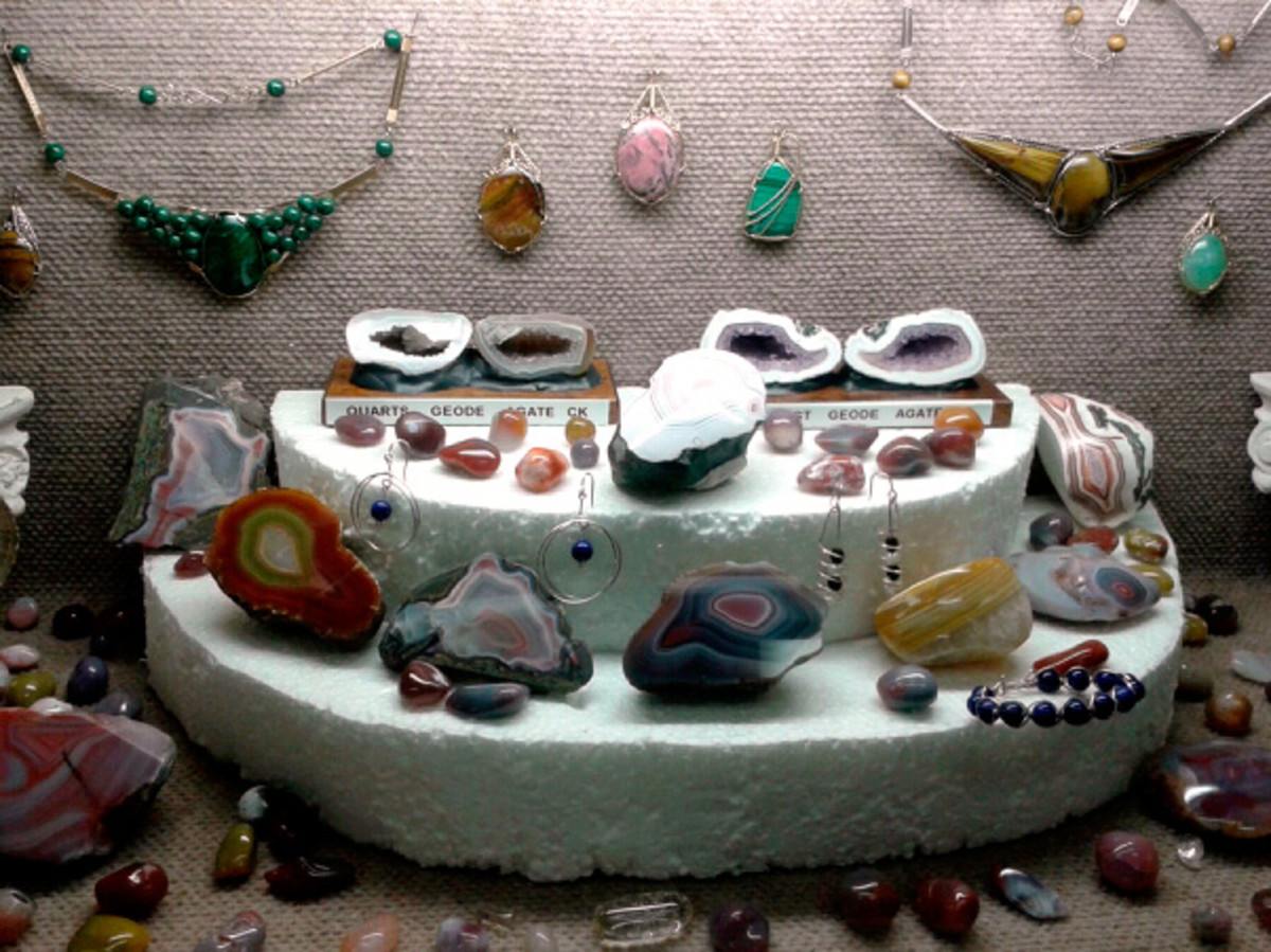 Another cabochon and gemstone display.