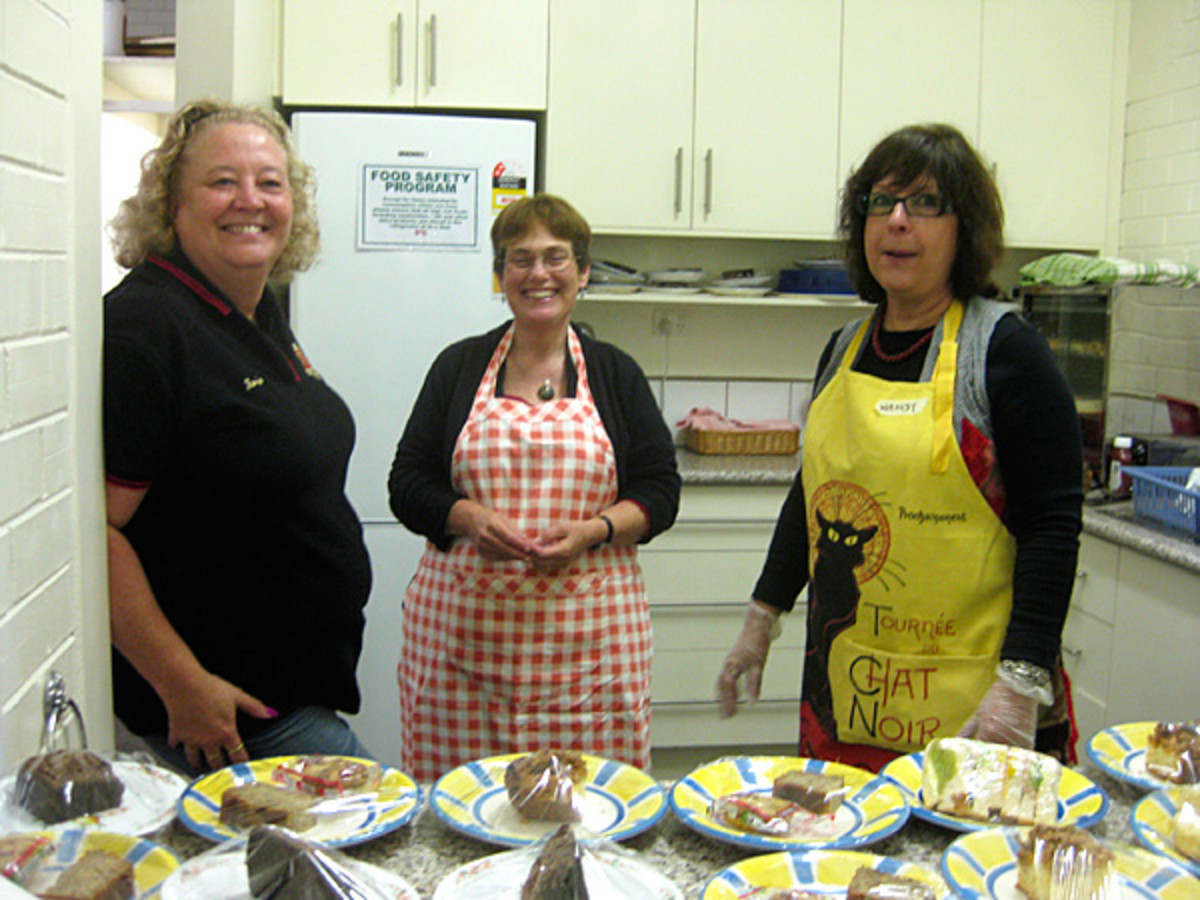 Kerrie, Mary and Wendy in charge of the kitchen and the wonderful foods which await the unsuspecting visitor!