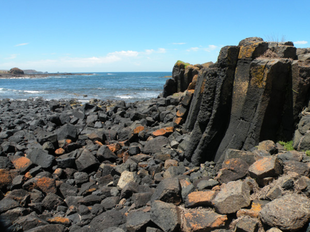 Basalt cliffs east of Kennon Head - where you can find calcite and zeolite mineral deposits.