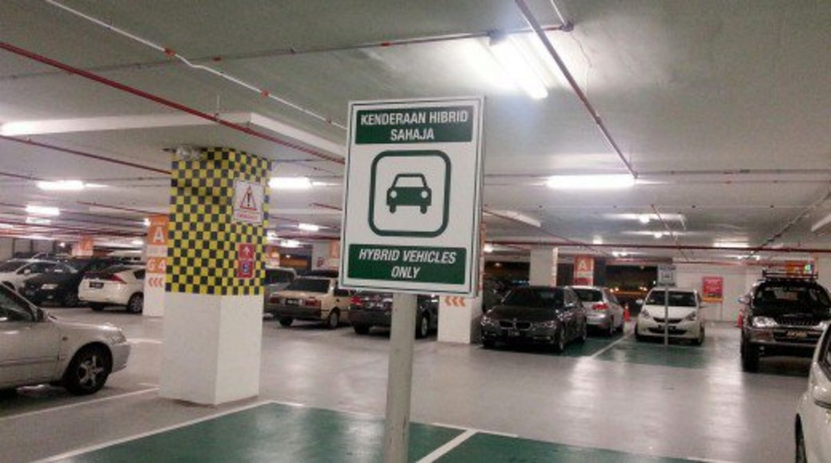 KLIA2 loves hybrid cars. They get special parking areas near the entrance.