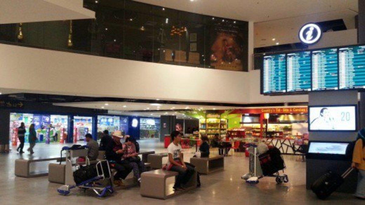 Inside the shopping mall, gateway@KLIA2