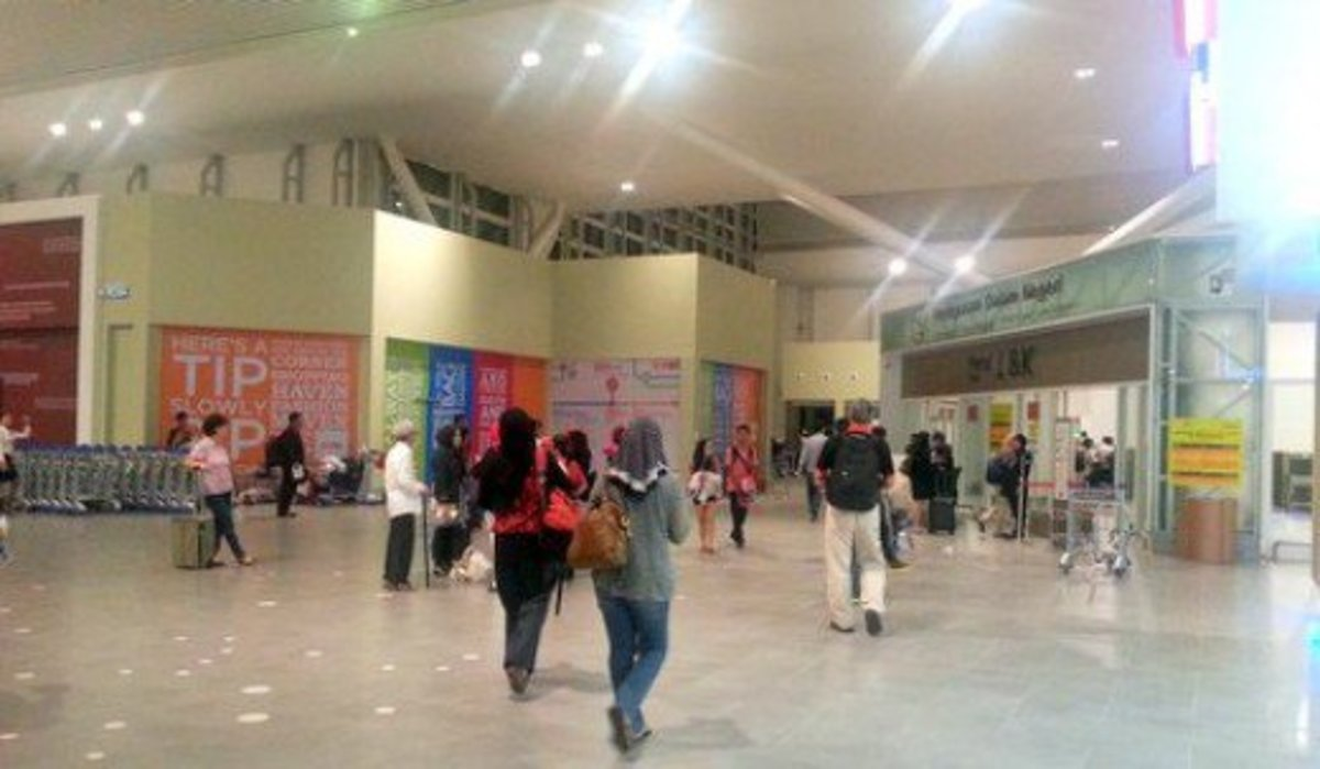 The entrance to KLIA2 domestic departure area. During peak periods, the queue will overflow to the corridors