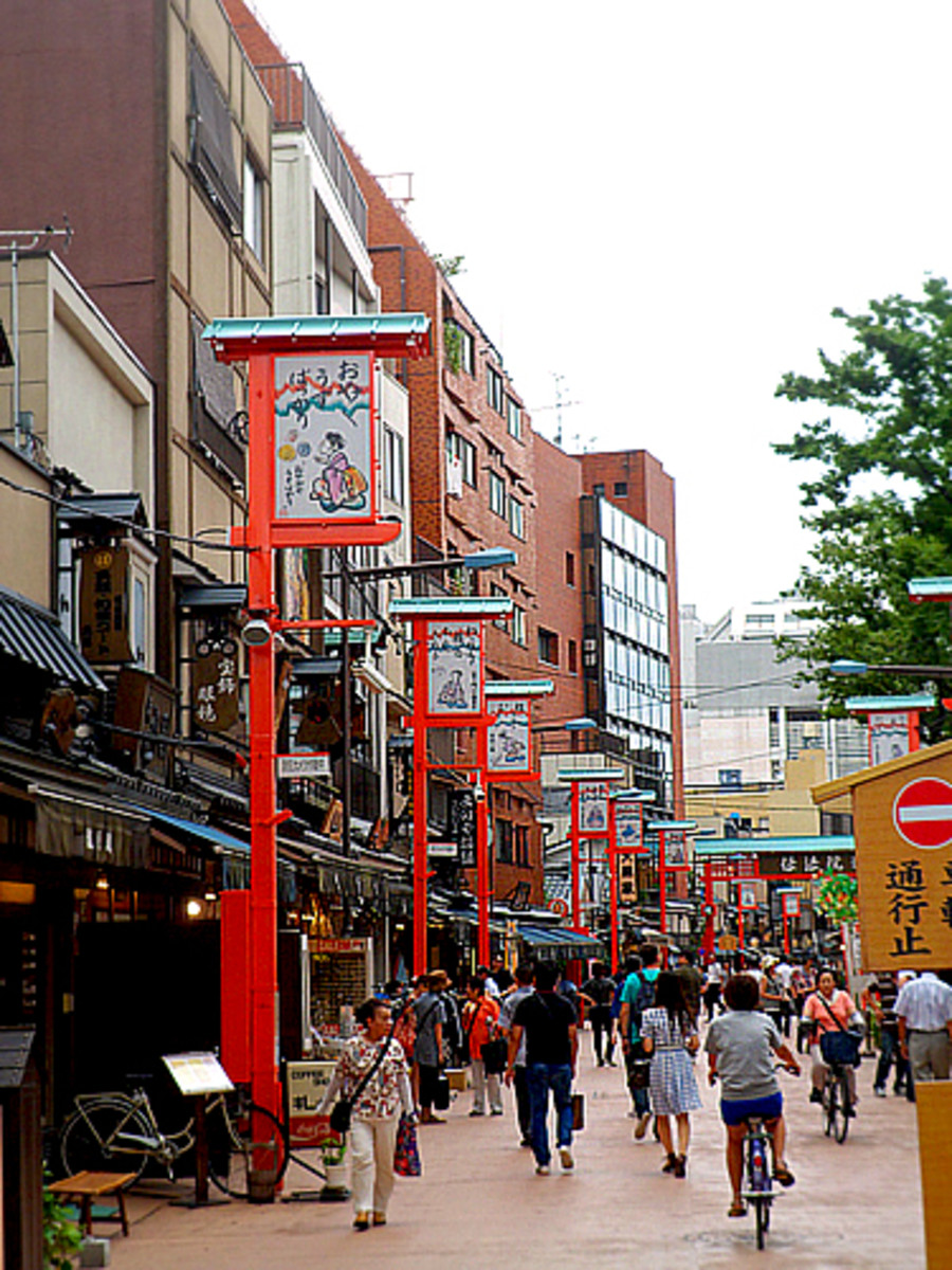 Dempoin Dori Street in historic Asakusa neighborhood