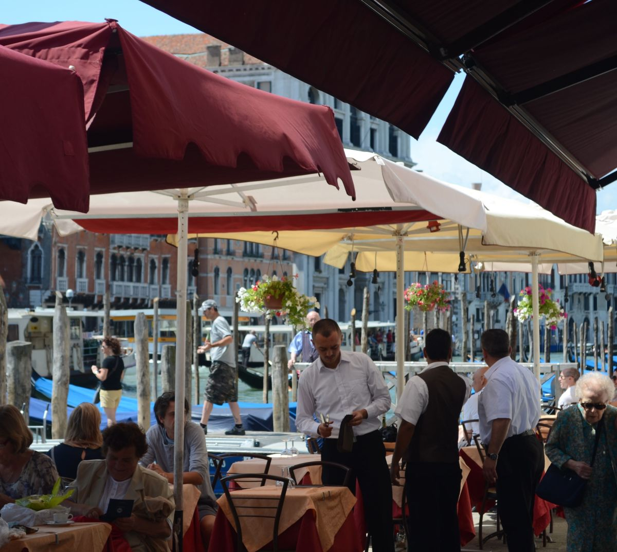 There is always somewhere interesting to dine in Venice (c) A. Harrison
